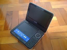 DVP-FX720 DVD player de 7 inch, portabil şi elegant, de culoare alb lucios cu conexiune US - Pret | Preturi DVP-FX720 DVD player de 7 inch, portabil şi elegant, de culoare alb lucios cu conexiune US