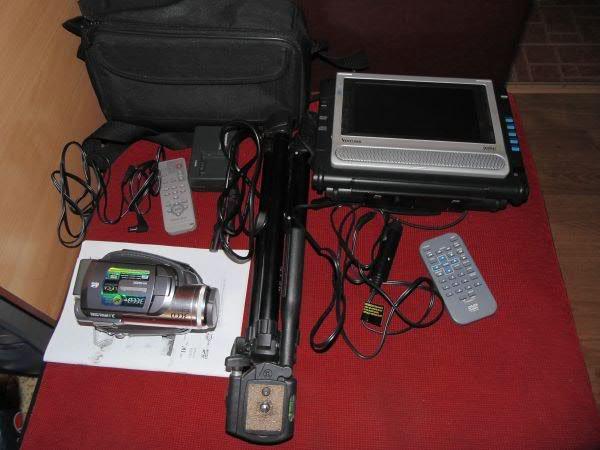 Camera video panasonic, trepied + bonus dvd player auto - Pret | Preturi Camera video panasonic, trepied + bonus dvd player auto