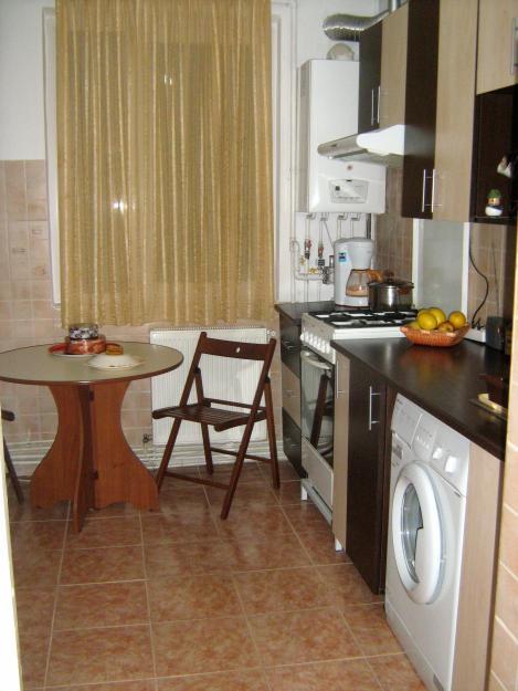 Persoana particulara vand apartament 4 camere zona Dr Taberei - Pret | Preturi Persoana particulara vand apartament 4 camere zona Dr Taberei