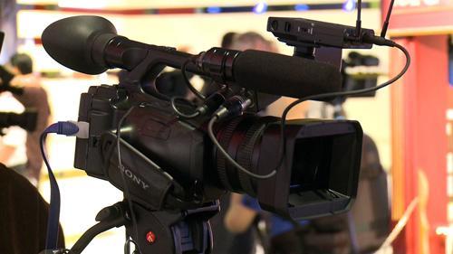 Acum in stock. Sony FX1000 , Sony HD1000 , Sony Z5 , Sony VX2200. Videocamere profesionale - Pret | Preturi Acum in stock. Sony FX1000 , Sony HD1000 , Sony Z5 , Sony VX2200. Videocamere profesionale