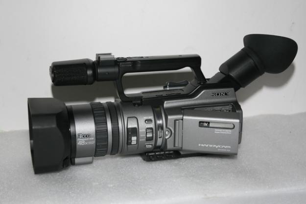URGENT! Camera video Sony VX 2100 + lentila wide (900Euro) - Pret | Preturi URGENT! Camera video Sony VX 2100 + lentila wide (900Euro)