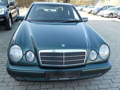 Dezmembrez Mercedes Benz E 300 3000 diesel din 1999 - Pret   Preturi Dezmembrez Mercedes Benz E 300 3000 diesel din 1999