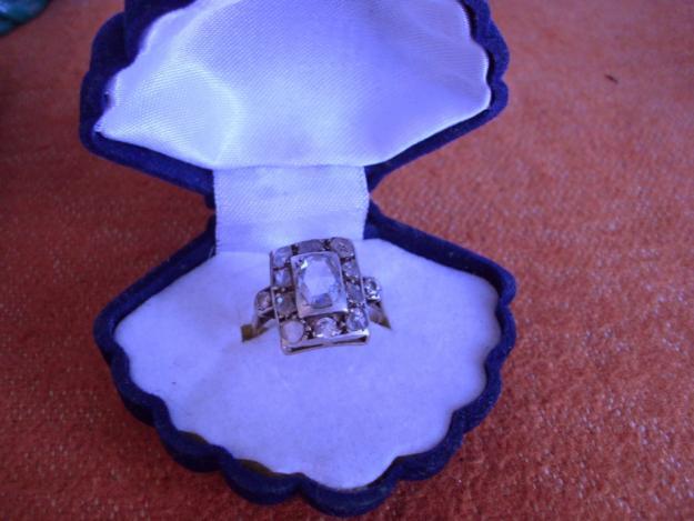 Inel cu briliant si 9 diamante - Pret | Preturi Inel cu briliant si 9 diamante