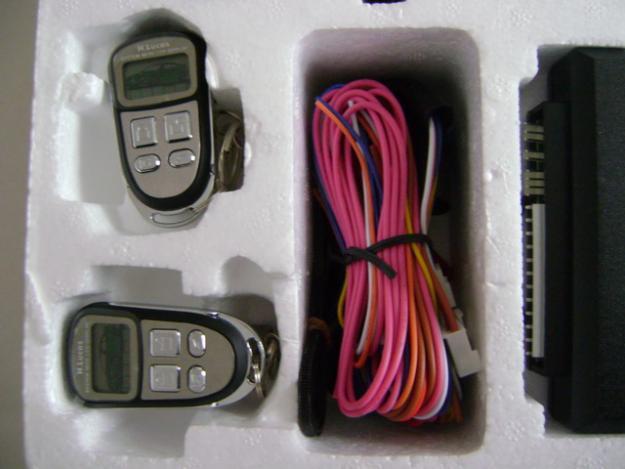 Alarma auto cu telecomenzi cu ecran LCD - Pret | Preturi Alarma auto cu telecomenzi cu ecran LCD